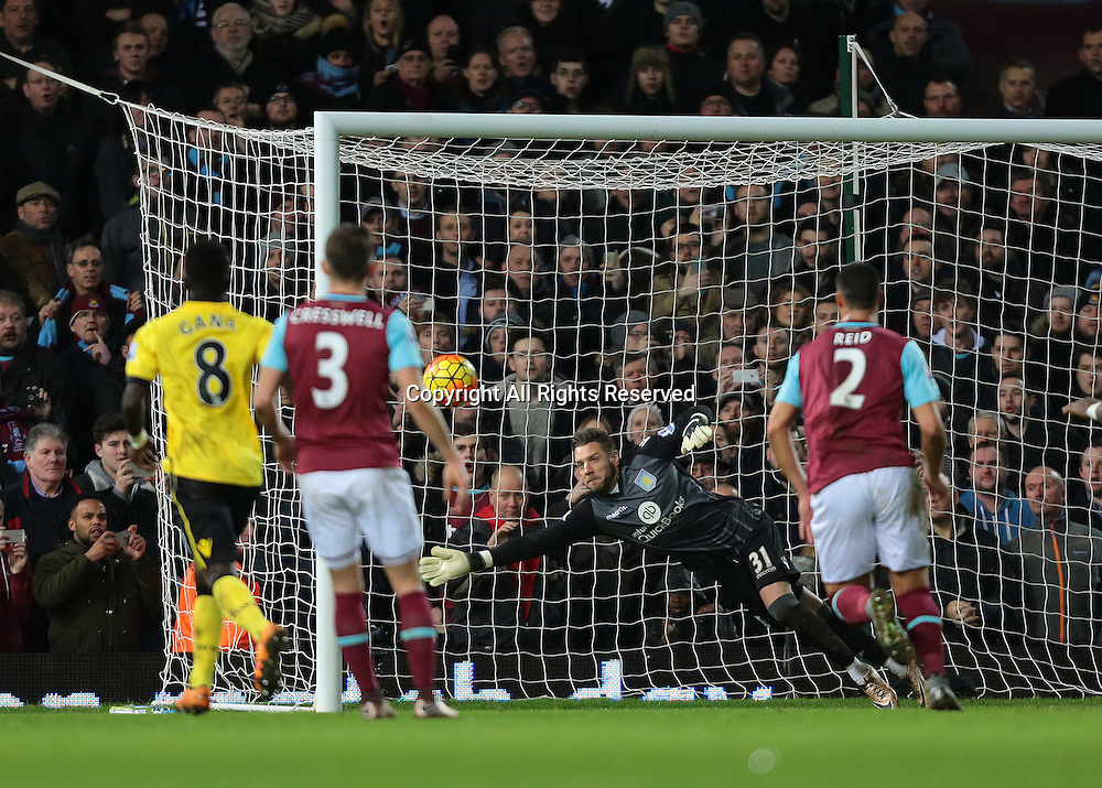 02.02.2016. Boleyn Ground, London, England. Barclays Premier League. West Ham versus Aston Villa. West Ham United Striker Enner Valencia's free kick goes wide as Aston Villa Goalkeeper Mark Bunn has it covered