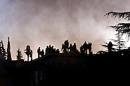 Rome, Italy. 2th February 2016<br /> Pictured: People on roofs waiting of the police<br /> Hundreds of peopleof the Movements for the right to housing continue to prevent the eviction of two buildings, property of the religious Congregation of the Montfort, occupied from 120 families. Dec. 8 to coincide with the opening of the doors of the Holy Jubilee of Mercy.