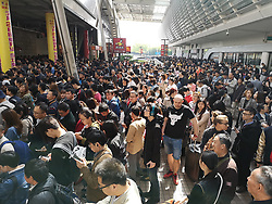 April 25, 2018 - Shanghai, Shanghai, China - Part of the Subway Line 2 conked out in the morning and lasted for 4 hours, causing many passengers stranded at the subway station in Shanghai. (Credit Image: © SIPA Asia via ZUMA Wire)