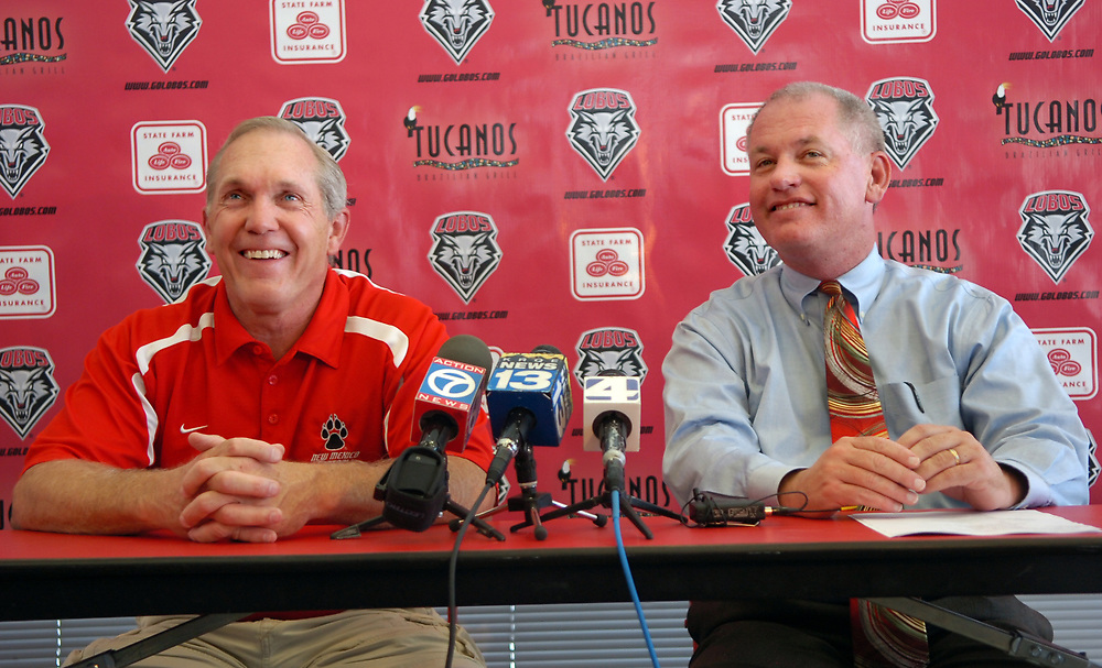 081908/University of New Mexico head football coach Rocky Long, left, and UNM's Paul Krebs, right, announce that Long has signed a new five year contract. (Marla Brose)