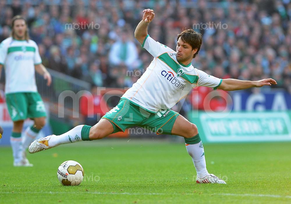 FUSSBALL   1. BUNDESLIGA   SAISON 2008/2009   8. SPIELTAG SV Werder Bremen - Borussia Dortmund                 18.10.2008 DIEGO (SV Werder Bremen) Einzelaktion am Ball