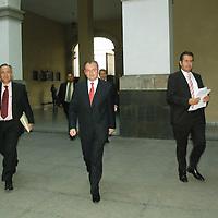 Toluca, Mex.- Luis Videgaray Caso, Secretario de finanzas del Gobierno del Estado de México, en conferencia de prensa anuncio que se llevarán acabo acciones y disposiciones complementarias de austeridad, control y ajuste presupuestal por un total de 2 mil millones de pesos en el gasto corriente, como el gasto de inversión. Agencia MVT / José Hernández. (DIGITAL)<br /> <br /> <br /> <br /> NO ARCHIVAR - NO ARCHIVE