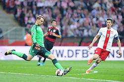 11.10.2014, National Stadium, Warsaw, POL, UEFA Euro Qualifikation, Polen vs Deutschland, Gruppe D, im Bild MANUEL NEUER (L), ROBERT LEWANDOWSKI (P) // during the UEFA EURO 2016 Qualifier group D match between Poland and Germany at the National Stadium in Warsaw, Poland on 2014/10/11. EXPA Pictures © 2014, PhotoCredit: EXPA/ Newspix/ Michal Stanczyk<br /> <br /> *****ATTENTION - for AUT, SLO, CRO, SRB, BIH, MAZ, TUR, SUI, SWE only*****