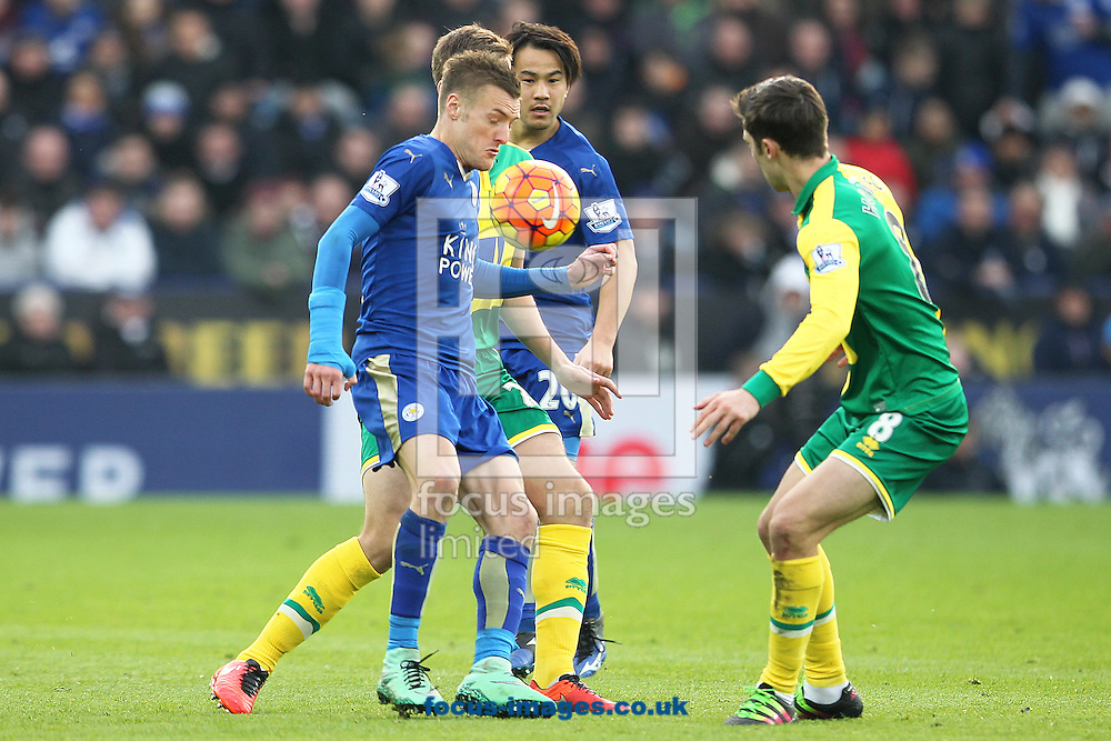 Ryan Bennett of Norwich, Jonny Howson of Norwich and Jamie Vardy of Leicester City in action during the Barclays Premier League match at the King Power Stadium, Leicester<br /> Picture by Paul Chesterton/Focus Images Ltd +44 7904 640267<br /> 27/02/2016