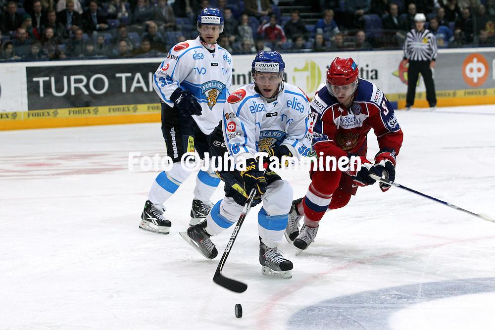 11.11.2010, Hartwall-Areena, Helsinki..J??kiekon Euro Hockey Tour - Karjala-turnaus 2010. Suomi - Ven?j?..Juuso Hietanen (Suomi) v Denis Grebeshkov (Ven?j?)..©Juha Tamminen.