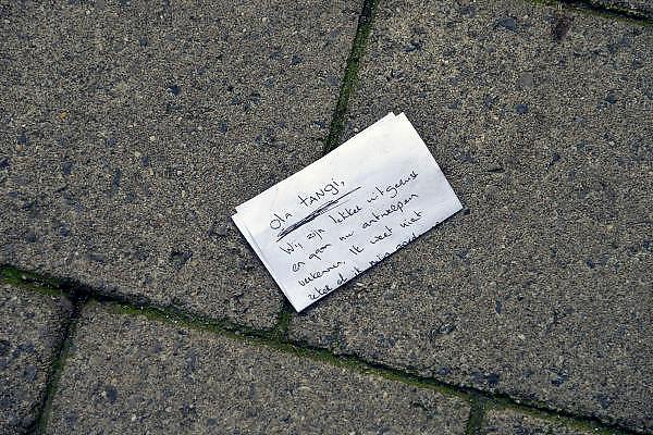 Belgie, Antwerpen, 8-10-2012Stadsgezicht, straatbeeld van deze stad in Vlaanderen. Op straat een briefje van een bezoeker aan zijn of haar gastheer, gastvrouw.Foto: Flip Franssen/Hollandse Hoogte