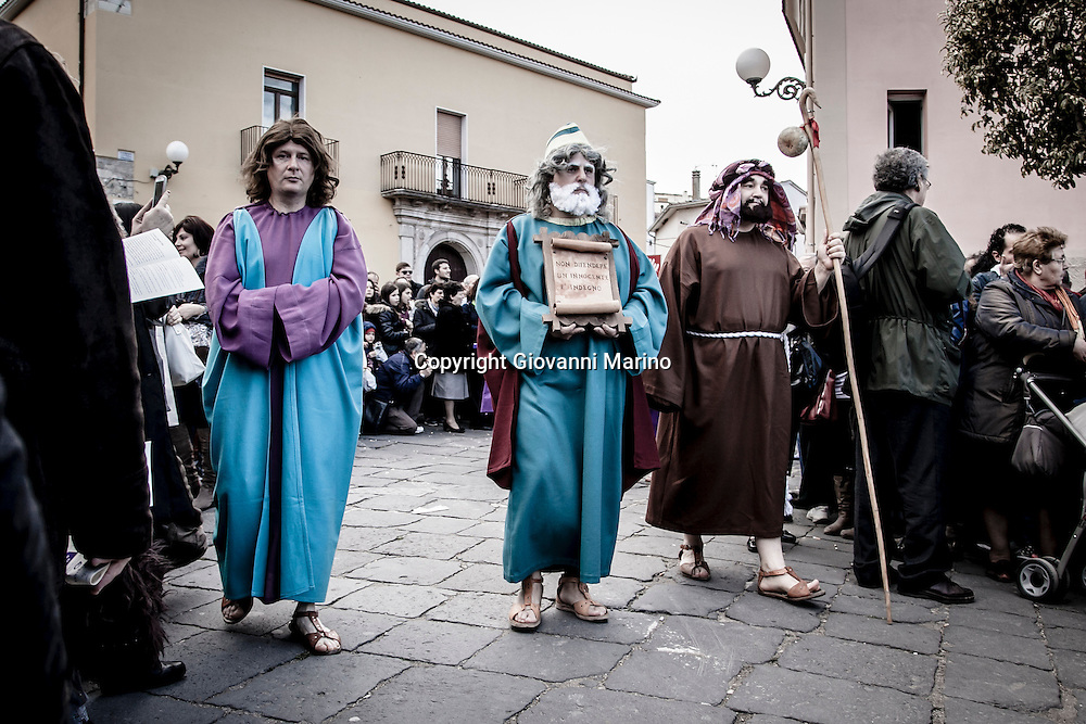 Barile (PZ) 29.03.2013 - Via Crucis con personaggi viventi.