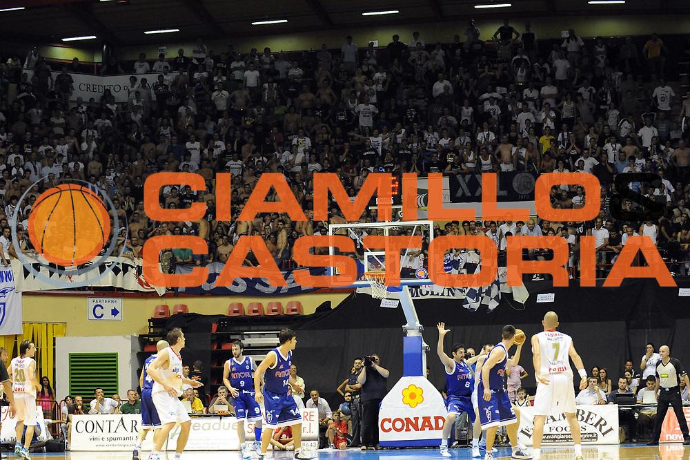 DESCRIZIONE : Forli LNP Lega Nazionale Pallacanestro Serie A Dilettanti 2009-10 Playoff Finale Gara5 Vemsistemi Forli Amori Fortitudo Bologna<br /> GIOCATORE : Tifosi<br /> SQUADRA : Amori Fortitudo Bologna<br /> EVENTO : Lega Nazionale Pallacanestro 2009-2010 <br /> GARA : Vemsistemi Forli Amori Fortitudo Bologna<br /> DATA : 16/06/2010<br /> CATEGORIA : <br /> SPORT : Pallacanestro <br /> AUTORE : Agenzia Ciamillo-Castoria/M.Marchi<br /> Galleria : Lega Nazionale Pallacanestro 2009-2010 <br /> Fotonotizia : Forli LNP Lega Nazionale Pallacanestro Serie A Dilettanti 2009-10 Playoff Finale Gara5 Vemsistemi Forli Amori Fortitudo Bologna<br /> Predefinita :