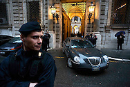 Roma 4 Marzo 2010.L'automobile di un ministro  esce da  Palazzo Grazioli dopo l'incontro con il  premier Silvio Berlusconi, per un vertice del Pdl per risolvere la questione delle liste del centrodestra escluse dalle Regionali nel Lazio e in Lombardia