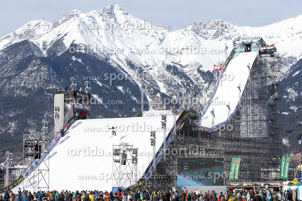 06.02.2016, Olympiaworld, Innsbruck, AUT, Air and Style, Innsbruck, im Bild Michael Ciccarelli (CAN) // Michael Ciccarelli of Canada during the Air & Style Snowboard Competition and Festival at the Olympiaworld in Innsbruck, Austria on 2016/02/06. EXPA Pictures © 2016, PhotoCredit: EXPA/ Jakob Gruber
