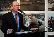 Hugo ter Avest van het Hannemahuis te Harlingen tijdens de opening van de tentoonstelling 'Koppen boven water - 500 jaar bescherming tegen het water'.