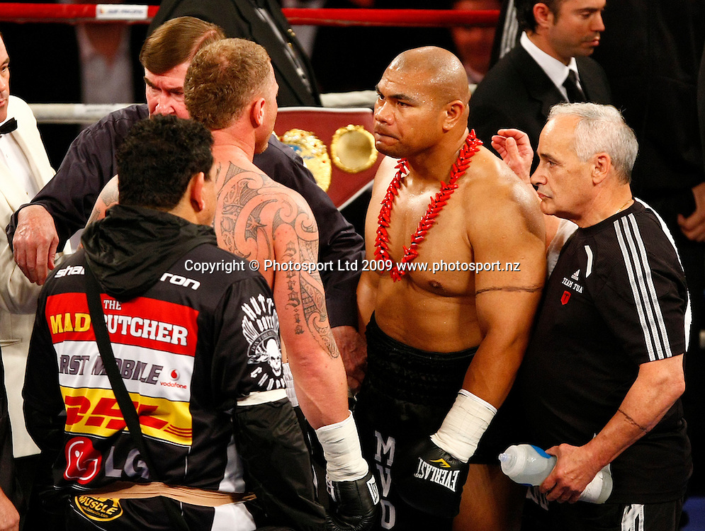 David Tua squares off with Shane Cameron before the fight. Boxing. David Tua v Shane Cameron. Mystery Creek Event Centre, Hamilton, New Zealand. Saturday 3 October 2009. Photo: Simon Watts/PHOTOSPORT