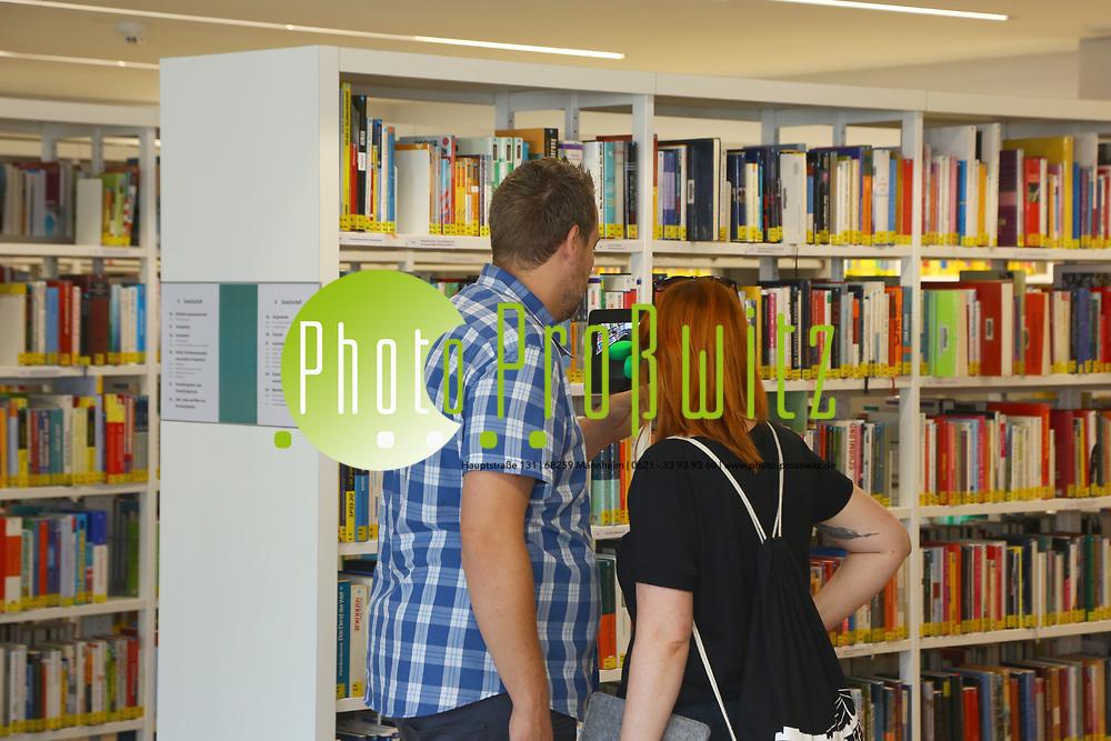 Ludwigshafen. 23.08.17 | Stadtbibliothek er&ouml;ffnet nach Sanierung<br /> Innenstadt. Stadtbibliothek. Nach Jahrelanger Sanierung, er&ouml;ffnet die B&uuml;cherei ihre Pforten. Begehung vor der Wiederer&ouml;ffnung.<br /> <br /> <br /> BILD- ID 0496 |<br /> Bild: Markus Prosswitz 23AUG17 / masterpress (Bild ist honorarpflichtig - No Model Release!)