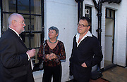 Paul Bentley, Jane Ardizone and Michael Heath. Spectator party. Doughty St. London. 28 July 2005. ONE TIME USE ONLY - DO NOT ARCHIVE  © Copyright Photograph by Dafydd Jones 66 Stockwell Park Rd. London SW9 0DA Tel 020 7733 0108 www.dafjones.com