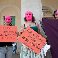 Legge 194, manifestazione contro i medici obiettori