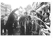 Oxford tradition of spraying champagne over undergraduuates when they finish their finals© Copyright Photograph by Dafydd Jones 66 Stockwell Park Rd. London SW9 0DA Tel 020 7733 0108 www.dafjones.com