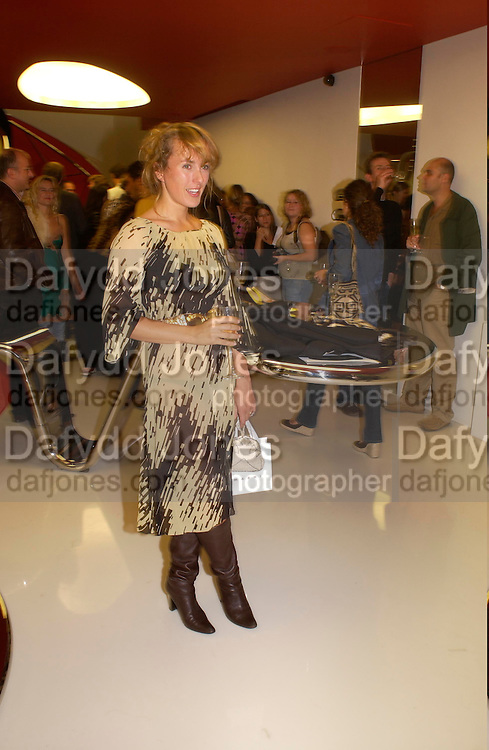 Cynnie Rainey, Marni shop opening, Sloane St. 10 September 2003. © Copyright Photograph by Dafydd Jones 66 Stockwell Park Rd. London SW9 0DA Tel 020 7733 0108 www.dafjones.com