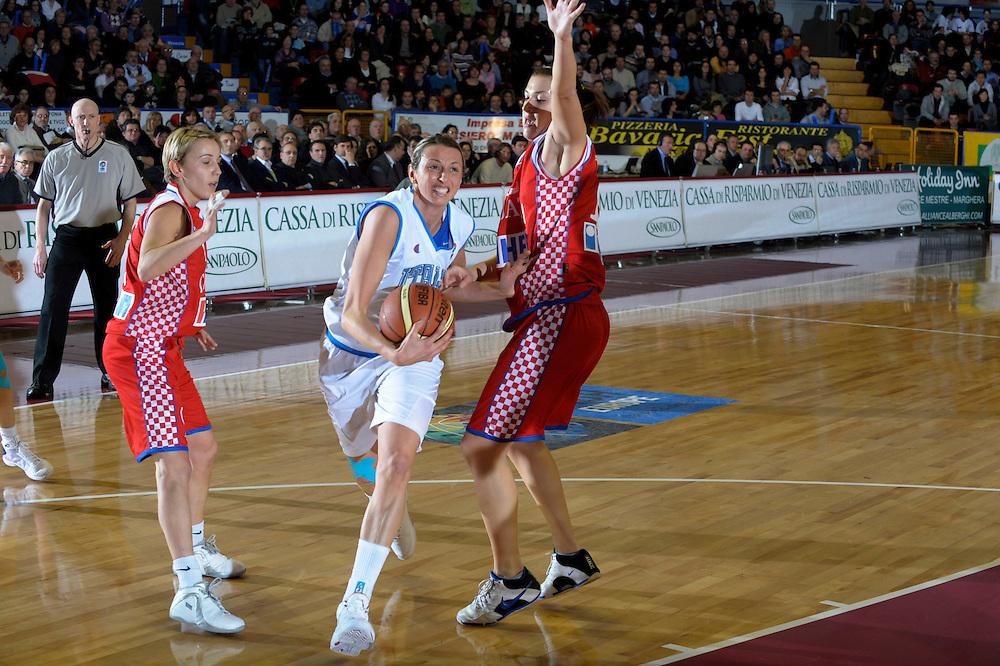 DESCRIZIONE : Venezia Additional Qualification Round Eurobasket Women 2009 Italia Croazia<br /> GIOCATORE : Laura Macchi<br /> SQUADRA : Nazionale Italia Donne<br /> EVENTO : Italia Croazia<br /> GARA :<br /> DATA : 10/01/2009<br /> CATEGORIA : Penetrazione<br /> SPORT : Pallacanestro<br /> AUTORE : Agenzia Ciamillo-Castoria/M.Gregolin