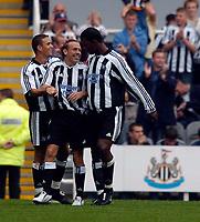 Fotball<br /> Treningskamper England<br /> 31.07.2004<br /> Foto: SBI/Digitalsport<br /> NORWAY ONLY<br /> <br /> Newcastle United v Glasgow Rangers<br /> <br /> Newcastle's Craig Bellamy (C) celebrates with Laurent Robert (L) and Titus Bramble after scoring.