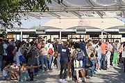 Already at 6,30 pm begins to form the queue of visitors who will enter to Expo 2015 after 7 o'clock to take advantage of reduced-price tickets, Rho-Pero, Friday, June 2015. The night ticket price is &euro; 5.00 against &euro; 39.00 for a full day. &copy; Carlo Cerchioli<br /> <br /> Gi&agrave; alle 18,30 inizia a formarsi la coda dei visitatori che entreranno a Expo 2015 dopo le ore 19,00  per usufruire del biglietto a prezzo ridotto, Rho-Pero, venerd&igrave;, giugno 2015. Il prezzo del biglietto serale &egrave; di &euro; 5,00 contro &euro; 39,00 per l'intera giornata.