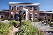 UNITED STATES-CAPE COD-HYANNIS- JFK Museum. PHOTO GERRIT DE HEUS.VERENIGDE STATEN-CAPE COD-HYANNIS-Standbeeld van John F. Kennedy, voor het JFK-Museum. PHOTO GERRIT DE HEUS