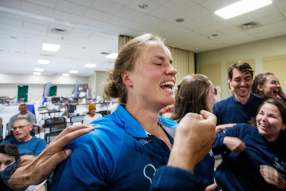 Blijdschap bij Rosa Bas na het halen van het wereldrecord op de tweede racedag. Zij rijdt 122,12 km/u. Het Human Power Team Delft en Amsterdam, dat bestaat uit studenten van de TU Delft en de VU Amsterdam, is in Amerika om tijdens de World Human Powered Speed Challenge in Nevada een poging te doen het wereldrecord snelfietsen voor vrouwen te verbreken met de VeloX 9, een gestroomlijnde ligfiets. Het record is met 121,81 km/h sinds 2010 in handen van de Francaise Barbara Buatois. De Canadees Todd Reichert is de snelste man met 144,17 km/h sinds 2016.<br /> <br /> With the VeloX 9, a special recumbent bike, the Human Power Team Delft and Amsterdam, consisting of students of the TU Delft and the VU Amsterdam, wants to set a new woman's world record cycling in September at the World Human Powered Speed Challenge in Nevada. The current speed record is 121,81 km/h, set in 2010 by Barbara Buatois. The fastest man is Todd Reichert with 144,17 km/h.