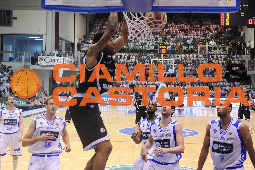 DESCRIZIONE : Sassari Lega A 2011-12 Banco Di Sardegna Sassari Canadian Solar Virtus Bologna Quarti di Finale Play off Gara 2<br /> GIOCATORE : Chris Douglas-Roberts<br /> CATEGORIA : schiacciata<br /> SQUADRA : Canadian Solar Virtus Bologna<br /> EVENTO : Campionato Lega A 2011-2012 Quarti di Finale Play off Gara 2 <br /> GARA : Banco Di Sardegna Sassari Canadian Solar Virtus Bologna <br /> DATA : 19/05/2012<br /> SPORT : Pallacanestro <br /> AUTORE : Agenzia Ciamillo-Castoria/M.Marchi<br /> Galleria : Lega Basket A 2011-2012  <br /> Fotonotizia : Sassari Lega A 2011-12 Banco Di Sardegna Sassari Canadian Solar Virtus Bologna Quarti di Finale Play off Gara 2<br /> Predefinita :
