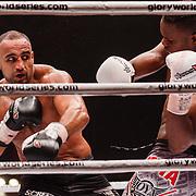 NLD/Amsterdam/20151204 - Freefightgala Glory26, Danyo Ilunga (witte handschoenen) tegen Mourad Bouzidi (zwarte handschoenen)
