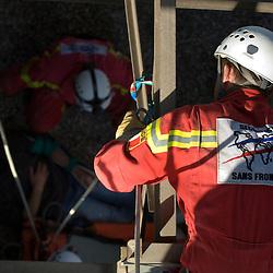 Man&oelig;uvre internationale de secours dans la sabli&egrave;re de Rastatt organis&eacute;e par l'organisation allemande de secours THW (Technisches Hilfswerk) avec la participation de l'ONG Secouristes sans Fronti&egrave;res et des sapeurs-pompiers de Rastatt.<br /> Septembre 2010 / Bade-Wurtemberg / DEUTSCHLAND<br /> Voir le reportage complet (40 photos) http://sandrachenugodefroy.photoshelter.com/gallery/2010-09-Manoeuvre-de-secours-de-la-THW-et-SSF-Complet/G0000OUpAfbu.HSY/C0000yuz5WpdBLSQ