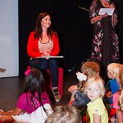 """NLD/Den Haag/20130907 -  Boekpresentatie """"Dierendorpje"""" van Kim-Lian van der Meij, Kim-Lian leest voor uit haar eerste boek"""
