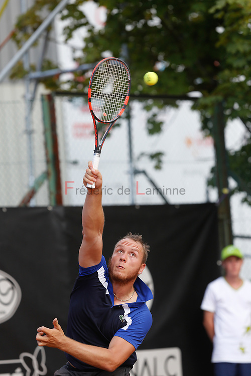 20170730 - Namur, Belgium : Nicolas Peifer (FRA) serves the ball during his finale against Gustavo Fernandez (ARG) at the 30th Belgian Open Wheelchair tennis tournament on 30/07/2017 in Namur (TC Géronsart). © Frédéric de Laminne