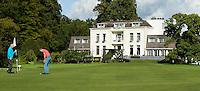 BEETSTERZWAAG -   Hole 9 , Golf & Country Club Lauswolt . Op de achtergrond Bilderberg hotel op het landgoed Lauswolt.  Copyright Koen Suyk