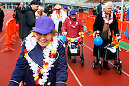 18-09-2013 AMSTERDAM - Deelnemers van de rolatorrun 2013 in actie in het Oympisch stadion in Amsterdam tijdens de ste rolatorrun. De deelnemers strijden om de eerste plaats tijdens de 400 meter finale.meer dan 100 ouderen hebben deel genomen aan de race.  COPYRIGHT ROBIN UTRECHT