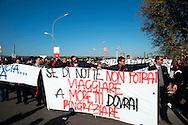 Roma 28 Novembre 2011.Inaugurata la nuova Stazione Tiburtina dell'alta velocità..I  lavoratori della Wagon-Lits protestano contro i licenziamenti e contro l'ad di Trenitalia, Mauro Moretti: