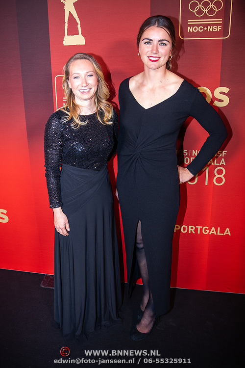 NLD/Amsterdam/20181219 - NOC*NSF Sportgala 2018, zeilsters Annette Duetz (R) en Annemiek Bekkering (L)