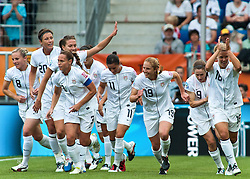 02.07.2011, Rhein-Neckar-Arena, Sinsheim, GER, FIFA Women Worldcup 2011, GRUPPE C, USA (USA) vs. Kolumbien (COL) , im Bild vl. Amy RODRIGUEZ (USA #8, Philadelphia Independence) , Abby WAMBACH (USA #20, Boca Raton magicJack) , Christie RAMPONE (USA #3, Boca Raton magicJack) , Alex KRIEGER (USA #11), Rachel BUEHLER (USA #19, Boston Breakers) , Heather O REILLY (USA #9, Sky Blue) , Lori LINDSEY (USA #16, Philadelphia Independence)   // during the FIFA Women Worldcup 2011, Pool C, USA vs. Colombia on 2011/07/02, Rhein-Neckar-Arena, Sinsheim, Germany. EXPA Pictures © 2011, PhotoCredit: EXPA/ nph/  Roth       ****** out of GER / CRO  / BEL ******