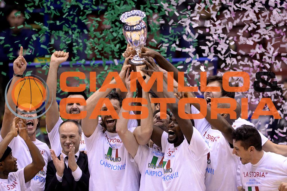 DESCRIZIONE : Milano Coppa Italia Final Eight 2014 Finale Montepaschi Siena Banco di Sardegna Sassari<br /> GIOCATORE : Team<br /> CATEGORIA : Premiazione Esultanza<br /> SQUADRA : Banco di Sardegna Sassari<br /> EVENTO : Beko Coppa Italia Final Eight 2014<br /> GARA : Montepaschi Siena Banco di Sardegna Sassari<br /> DATA : 09/02/2014<br /> SPORT : Pallacanestro<br /> AUTORE : Agenzia Ciamillo-Castoria/Max.Ceretti<br /> Galleria : Lega Basket Final Eight Coppa Italia 2014<br /> Fotonotizia : Milano Coppa Italia Final Eight 2014 Finale Montepaschi Siena Banco di Sardegna Sassari<br /> Predefinita :