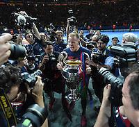 FUSSBALL  CHAMPIONS LEAGUE  FINALE  SAISON 2014/2015  06.06.2015 Juventus Turin - FC Barcelona JUBEL CHL Sieger 2015  FC Barcelona: Torwart Marc Andre ter Stegen mit CHL Pokal un Fotografen