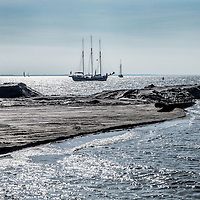 Nederland, Lelystad, 24 september 2016.<br /> Op zaterdag 24 september 2016 zet staatssecretaris Martijn van Dam van Economische Zaken (natuur) als eerste voet op de Marker Wadden. Natuurmonumenten legt samen met Rijkswaterstaat en Boskalis de komende jaren een archipel aan eilanden aan, die de natuur in het Markermeer een enorme impuls gaat geven. De staatssecretaris brengt samen met natuur- en watersportliefhebbers een bezoek aan het eerste eiland van dit innovatieve en grootschalige natuurproject. Dit eerste eiland omvat circa 250 hectare. De eerste fase van Marker Wadden omvat in totaal zo&rsquo;n 800 hectare, boven- en onderwaternatuur, en moet klaar zijn in 2020.<br /> <br /> Netherlands, Lelystad, September 24, 2016<br /> On Saturday, September 24th 2016 Martijn van Dam, secretary of Economic Affairs (nature) first sets foot on the Marker Wadden. Natuurmonumenten lays together with Rijkswaterstaat and Boskalis (Royal Boskalis Westminster N.V. is a leading global services provider operating in the dredging, maritime infrastructure and maritime services sectors) an archipelago of islands in the coming years that will give nature in the Markermeer a huge boost.<br /> Natuurmonumenten (Dutch Society for Nature Conservation) is going to restore one of the largest freshwater lakes in western Europe by constructing islands, marshes and mud flats from the sediments that have accumulated in the lake in recent decades. These 'Marker Wadden' will form a unique ecosystem that will boost biodiversity in the Netherlands. (source: www.natuurmonumenten.nl)<br /> The Secretary reunites with nature and water sports enthusiasts visiting the first island of this innovative and large-scale conservation project. This first island comprises approximately 250 hectares. The first phase of Marker Wadden comprises a total of 800 hectares, above and underwater nature, and should be ready in 2020.<br /> <br /> Foto: Jean-Pierre Jans