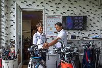 SCHIPLUIDEN / Delft -  - NGF GolfStart bij Delfland Golf. clubfitting van TaylorMade  met rechts  pro Azaad Rameswar.       COPYRIGHT KOEN SUYK