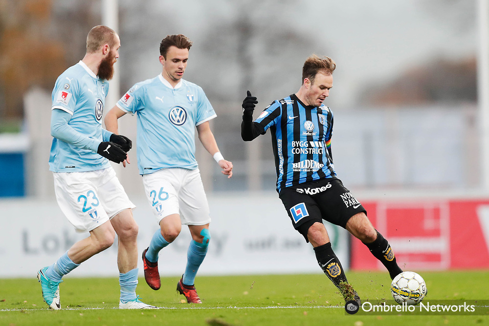 UPPSALA, SWEDEN - OCTOBER 29: Jo Inge Berget and Andreas Vindheim of Malmo FF and Niklas Busch Thor of IK Sirius FK competes for the ballduring the Allsvenskan match between IK Sirius and Malmo FF at Studenternas IP on October 29, 2017 in Uppsala, Sweden. Foto: Nils Petter Nilsson/Ombrello