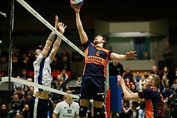 20170125 NED: Beker, Sliedrecht Sport - Seesing Personeel Orion: Sliedrecht<br />Michael van Leeuwe (4) of Sliedrecht Sport, Freek de Weijer (8) of Seesing Personeel - Orion<br />&copy;2017-FotoHoogendoorn.nl / Pim Waslander