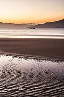 Por do sol na Praia da Daniela. Florianópolis, Santa Catarina, Brasil. / Sunset at Daniela Beach. Florianopolis, Santa Catarina, Brazil.