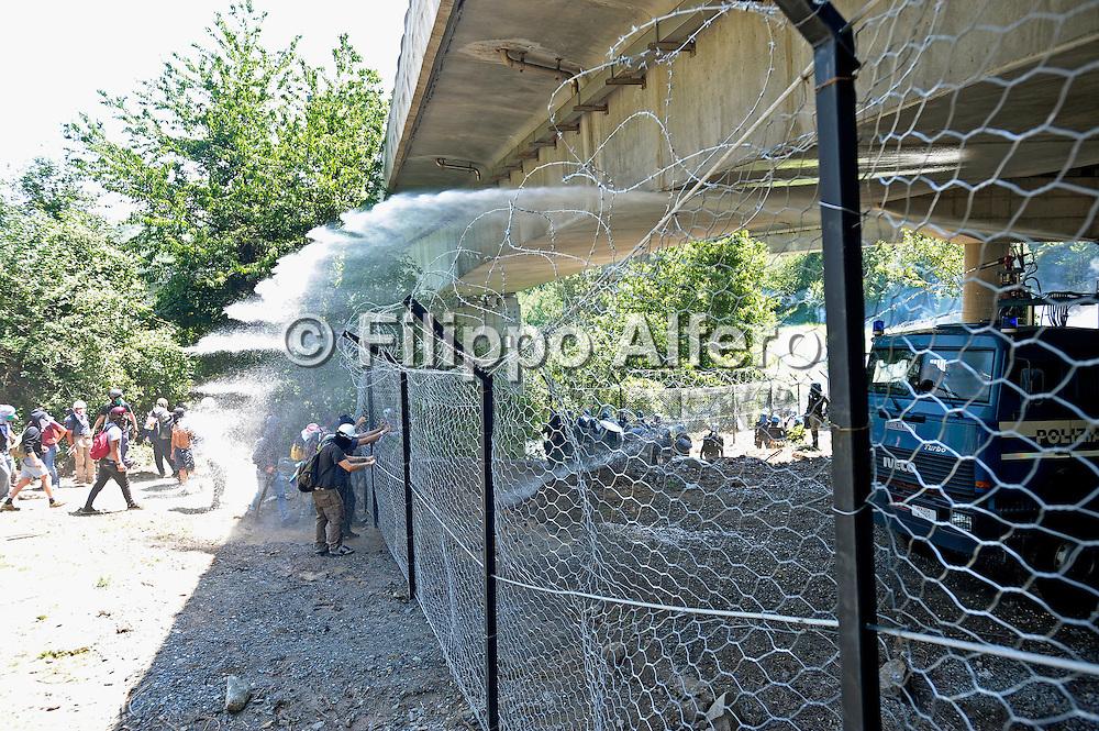 © Filippo Alfero<br /> Manifestazione No Tav a Chiomonte<br /> Chiomonte (TO), 03/07/2011<br /> cronaca