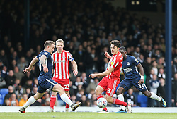 Luke O'Nien of Sunderland passes the ball under pressure from Simon Cox of Southend United - Mandatory by-line: Arron Gent/JMP - 04/05/2019 - FOOTBALL - Roots Hall - Southend-on-Sea, England - Southend United v Sunderland - Sky Bet League One