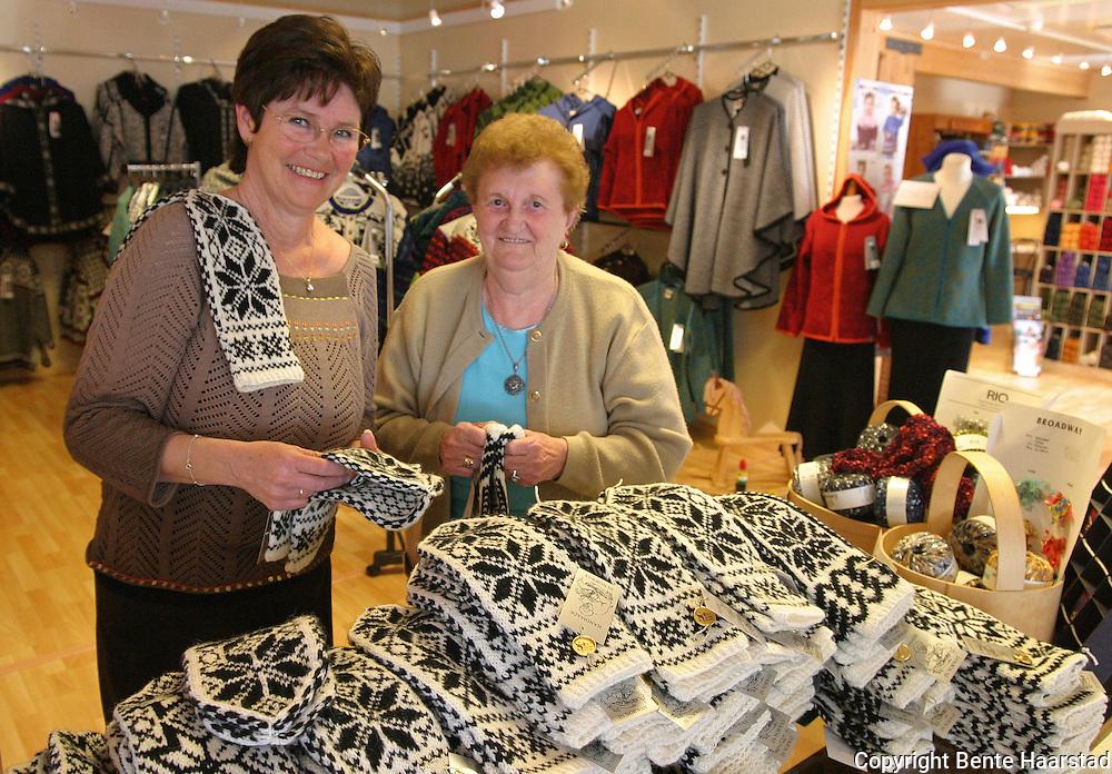 Kirsten Bergsdal, daglig leder Selbu Husflid, og strikker Ragnhild ¯degOErd med en liten br¿kdel av de 1050 parene med herrevotter som kvinnene i Selbu har strikket til en konferanse ved NTNU. Strikkerne hadde to mOEneder pOE jobben. Selbustrikk er en 150 år gammel tradisjon fra bygda Selbu. Selbu knitting can be traced to a single individual; Marit Emstad, a teenage girl knitting while watching the cows graze the hills in summer. Selbu knitting was done for export. Many of the old knitters have passed away, but there are still about hundred knitting professionally in Selbu.
