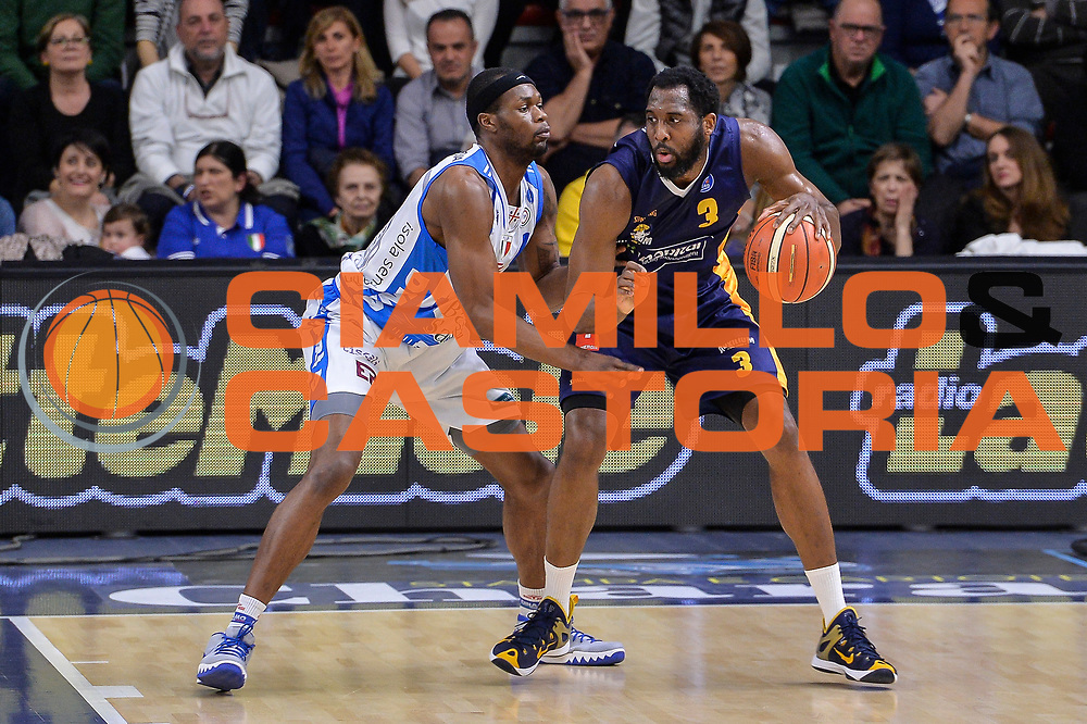 DESCRIZIONE : Beko Legabasket Serie A 2015- 2016 Dinamo Banco di Sardegna Sassari - Manital Auxilium Torino<br /> GIOCATORE : DJ White<br /> CATEGORIA : Palleggio Controcampo<br /> SQUADRA : Manital Auxilium Torino<br /> EVENTO : Beko Legabasket Serie A 2015-2016<br /> GARA : Dinamo Banco di Sardegna Sassari - Manital Auxilium Torino<br /> DATA : 10/04/2016<br /> SPORT : Pallacanestro <br /> AUTORE : Agenzia Ciamillo-Castoria/L.Canu
