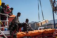 1042 persone e 7 salme sbarcano al porto di Palermo