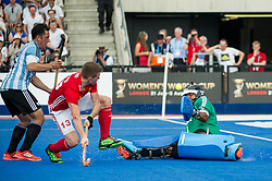 England's Sam Ward see his shot saved by Juan Vivaldi. England v Argentina - Hockey World League Semi Final, Lee Valley Hockey and Tennis Centre, London, United Kingdom on 18 June 2017. Photo: Simon Parker
