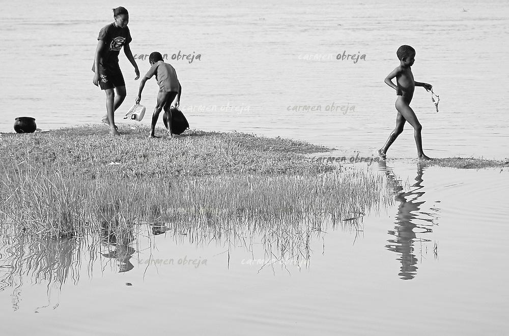 niger river scene